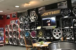 スーパーオートバックスNAGOYA BAY様<br> AMEショールームのご案内 - STEINER, AME Wheel, SHALLEN, TRACER, rivazza, creative Direction, ppx, sein, smack, ENKEI, modeelart